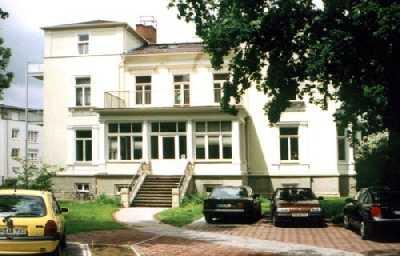 Außenansicht des Bürogebäudes, der Villa Editha.